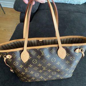 950$ Louis Vuitton Neverfull PM